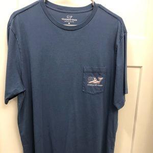 Size M! Vineyard Vines T-Shirt